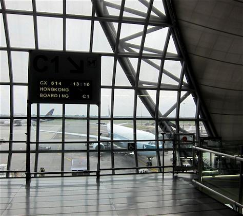 Chasing the Sun: Cathay Pacific Business Class Bangkok to Hong Kong