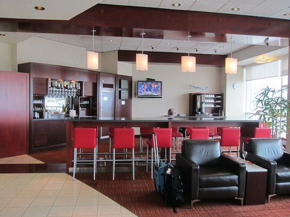 Air_Canada_Maple_Leaf_Lounge05