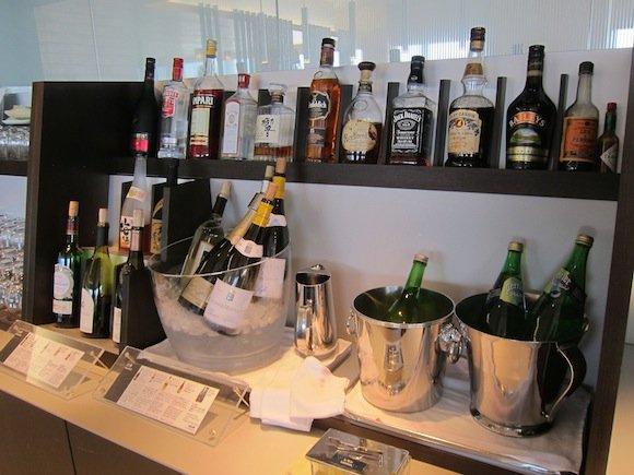 ANA_Suites_Lounge_Tokyo_Narita09