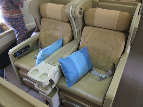 Singapore_Airlines_A330_Business_Class02