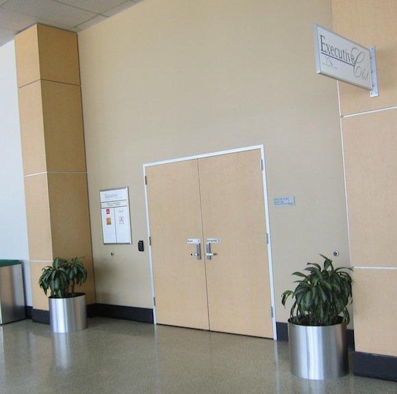 Houston_Airport_Executive_Club05