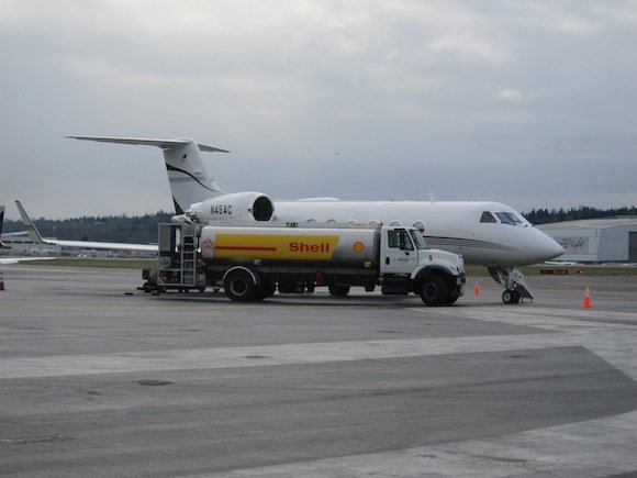 Gulfstream IV being refueled
