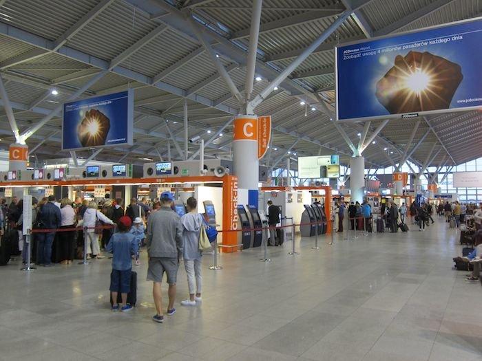 LOT-Polish-Lounge-Warsaw-Airport-03