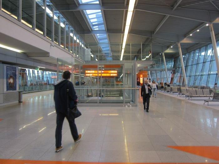 LOT-Polish-Lounge-Warsaw-Airport-08