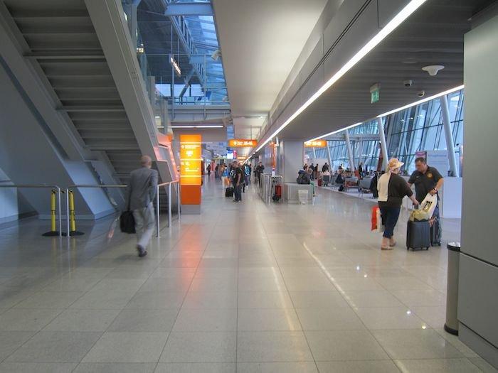 LOT-Polish-Lounge-Warsaw-Airport-09