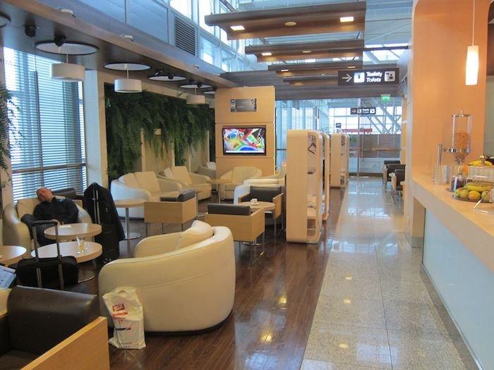 LOT-Polish-Lounge-Warsaw-Airport-14