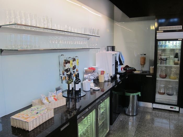 LOT-Polish-Lounge-Warsaw-Airport-21
