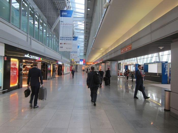 LOT-Polish-Lounge-Warsaw-Airport-33