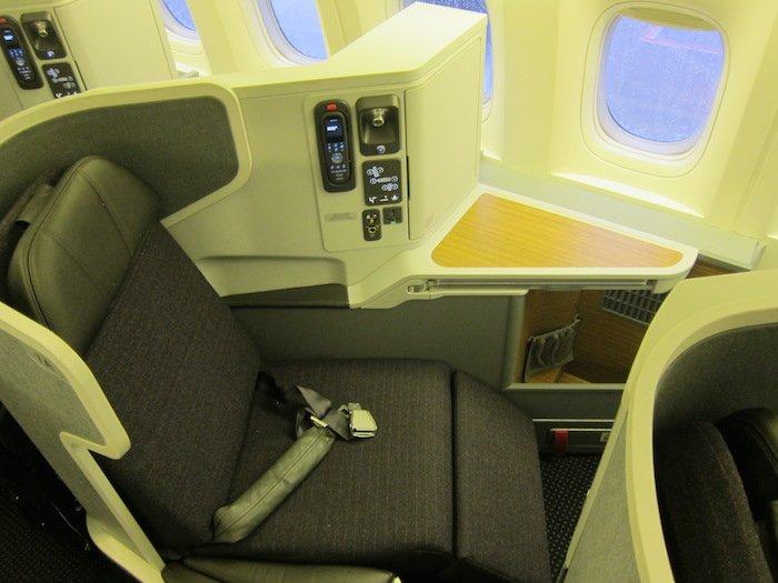 American-777-300-2