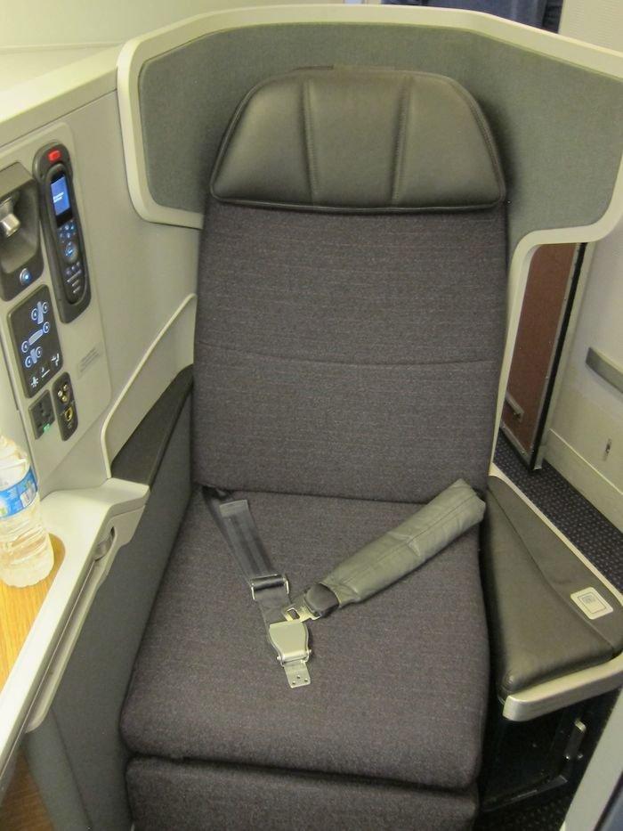 American-Business-Class-777-04