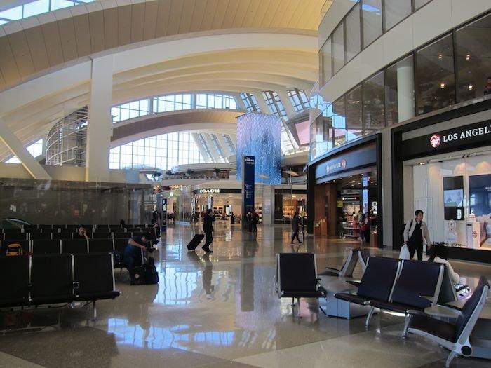 Star-Alliance-First-Lounge-LAX-34