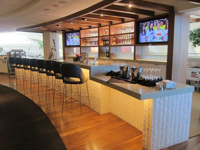 Star-Alliance-Lounge-LAX-06