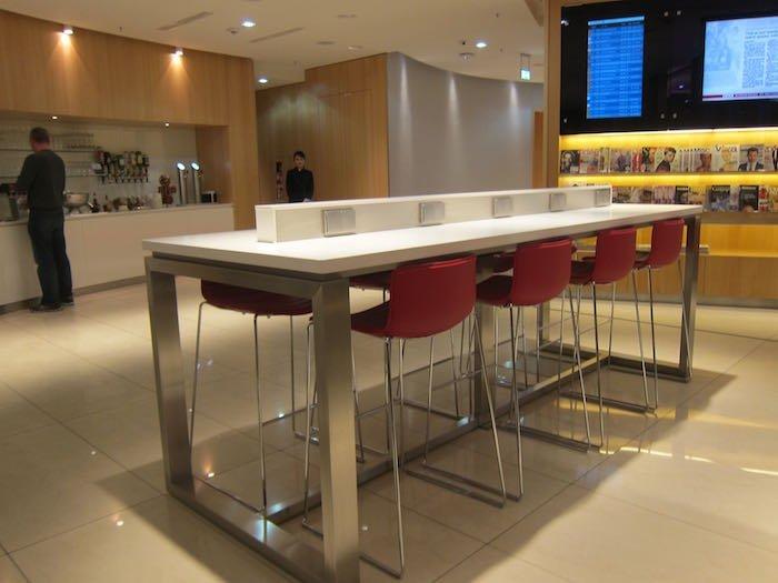 Air-Canada-Lounge-Frankfurt-07