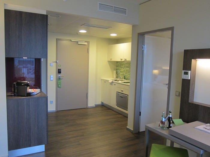 Element-Frankfurt-Airport-Hotel-11