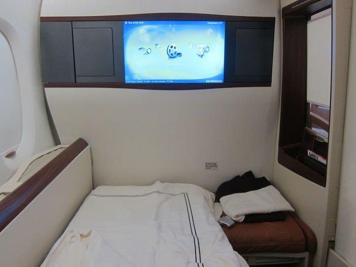 Singapore-Airlines-A380-Suites-50