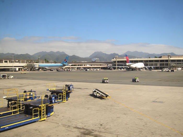 Admirals-Club-Honolulu-Airport-30