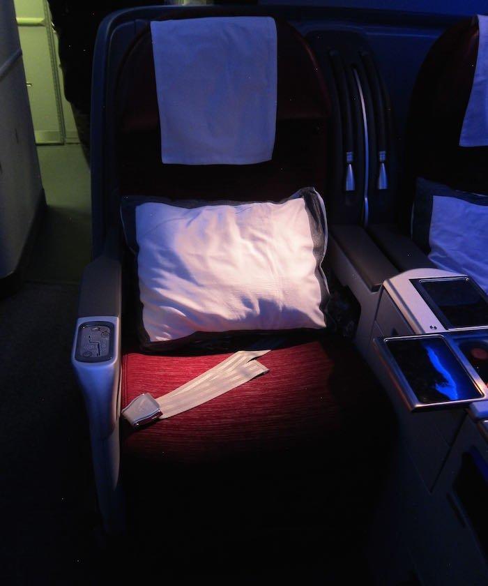 Qatar-Airways-777-Business-Class-04