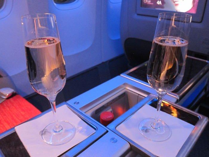Qatar-Airways-777-Business-Class-08