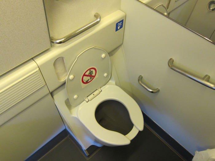 Qatar-Airways-777-Business-Class-36