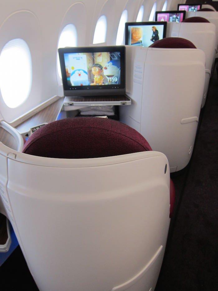 Qatar-Airways-A350-Business-Class-09