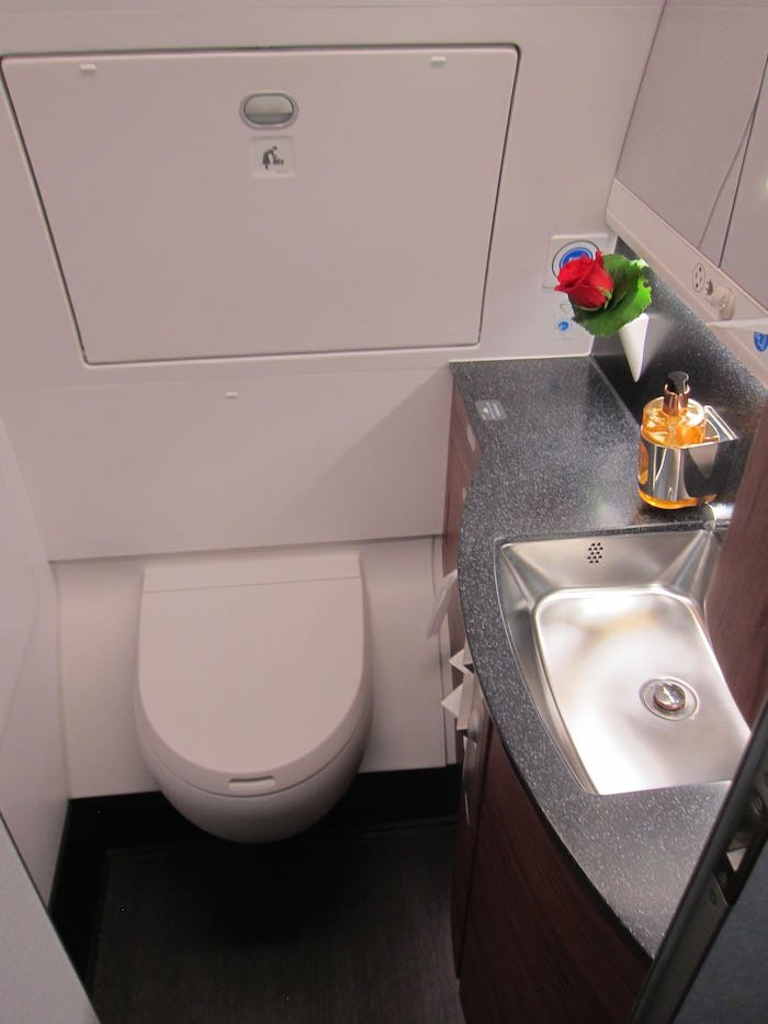 Qatar-Airways-A350-Business-Class-32