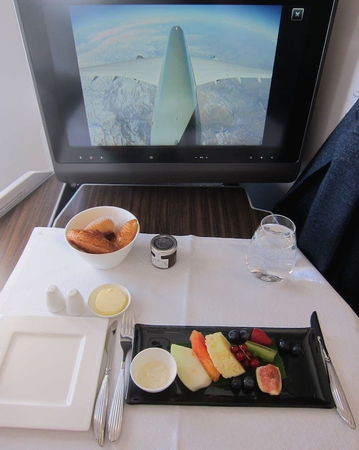 Qatar-Airways-A350-Business-Class-59