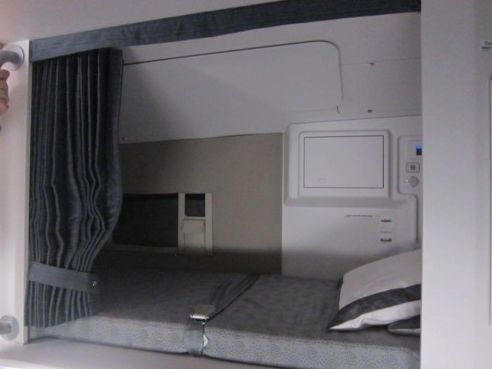 Qatar-Airways-A350-Business-Class-71