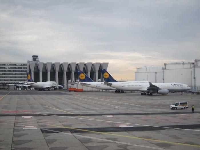 Qatar-Airways-A350-Business-Class-84