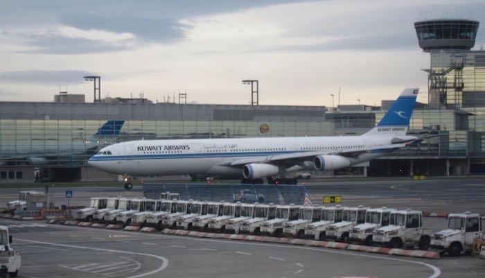 Qatar-Airways-A350-Business-Class-88