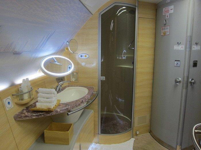 Emirates-Shower
