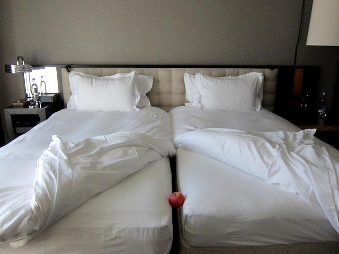 Understand European Hotel Twin Beds, 2 Twin Beds Together Make A King