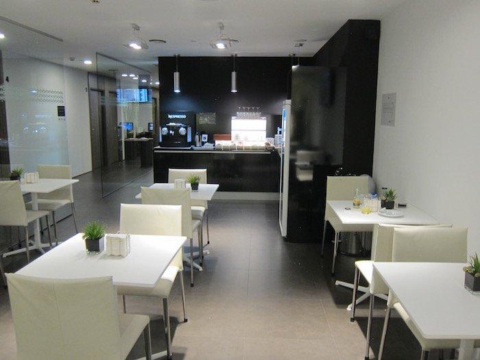 Iberia-Arrivals-Lounge-Madrid-Airport - 14