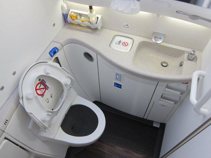 Oman-Air-787-Business-Class - 28