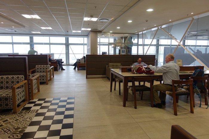 South-African-Airways-Lounge-Johannesburg - 25