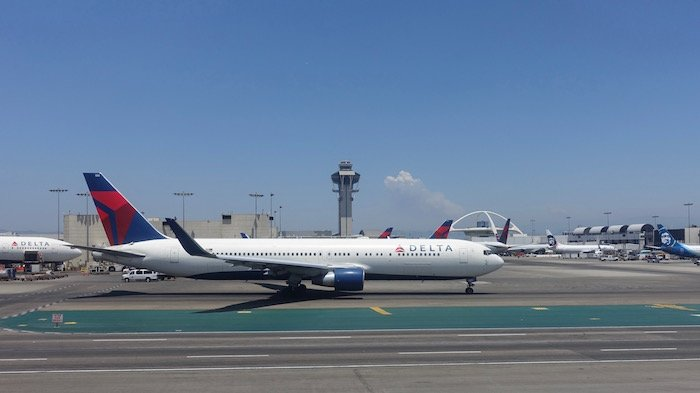 China-Eastern-Business-Class-777 - 39