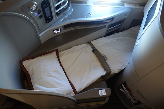 China-Eastern-Business-Class-777 - 87