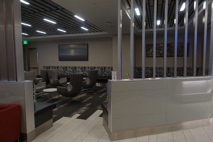 Los-Angeles-International-Lounge - 11