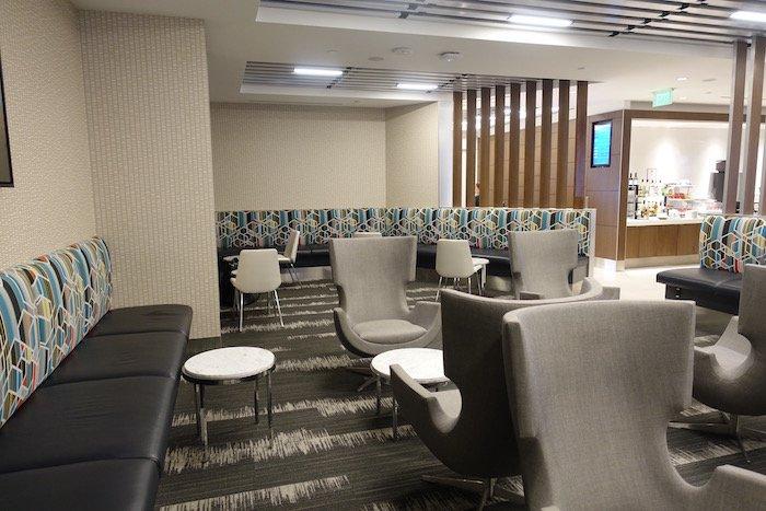 Los-Angeles-International-Lounge - 14