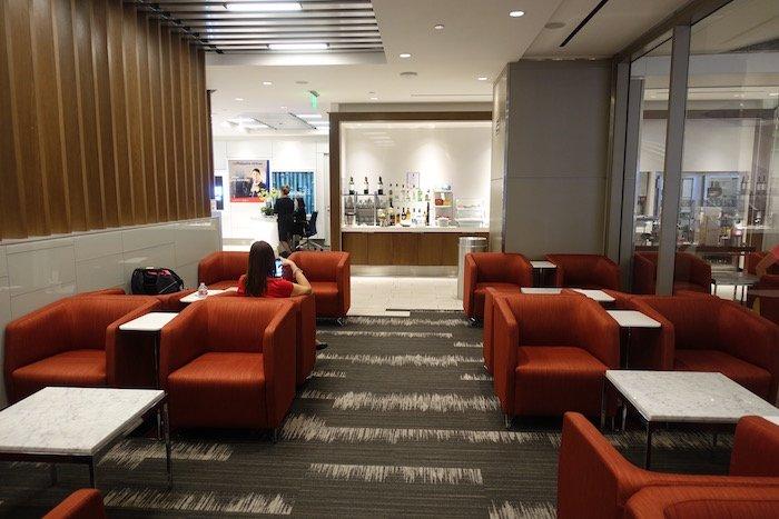 Los-Angeles-International-Lounge - 17