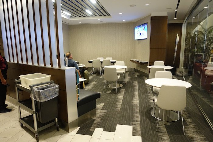 Los-Angeles-International-Lounge - 20
