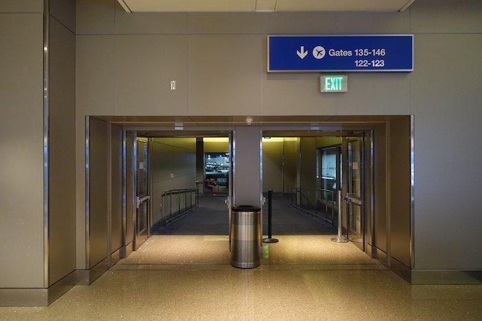 Los-Angeles-International-Lounge - 39