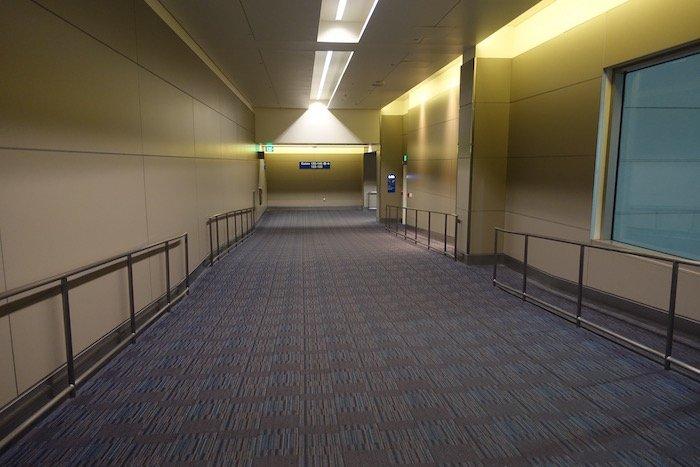 Los-Angeles-International-Lounge - 40