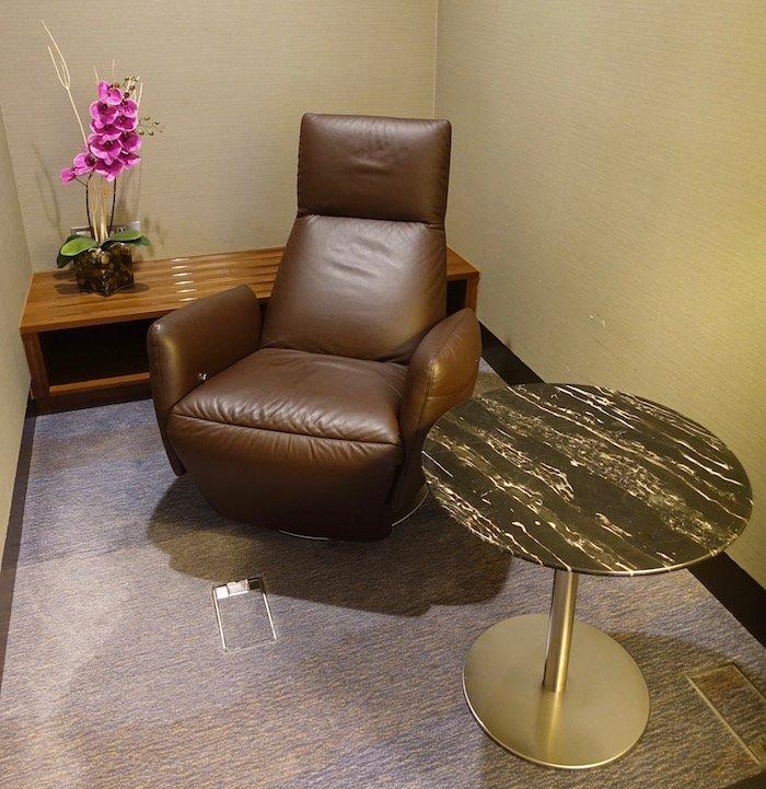 singapore-airlines-lounge-london-heathrow-11