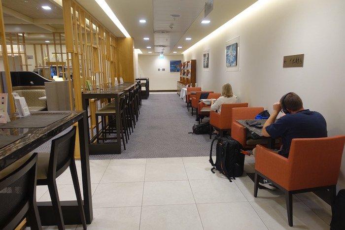 singapore-airlines-lounge-london-heathrow-28