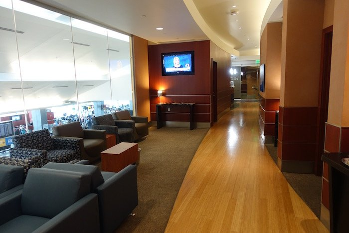 the-club-seattle-airport-10