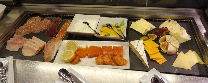lufthansa-first-class-terminal-dining-3