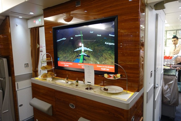 emirates-business-class-a380-66