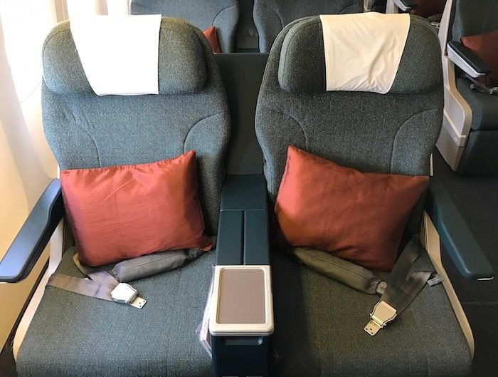 Cathay-Pacific-777-Business-Class - 3
