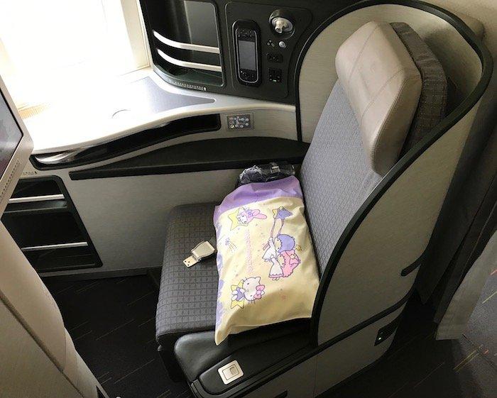 Hello-Kitty-Plane - 4