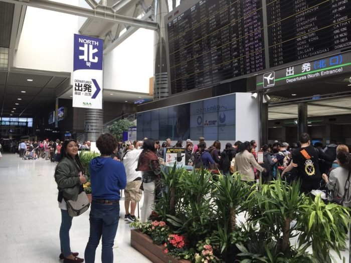 Long security line at NRT...and I couldn't use the premium queue :-(